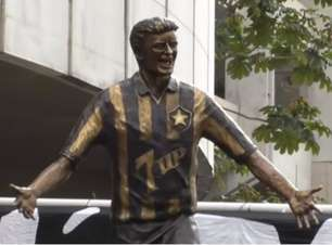 Ao L!, Túlio Maravilha comemora estátua no Nilton Santos, estádio do Botafogo: 'Sonho realizado'