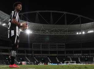 Warley afirma que espera sequência na defesa no Botafogo: 'Quero ser um lateral que dá muitas assistências'