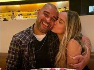 Adriano teria terminado com namorada após conhecer família