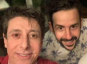 Cássio Scapin se declara para o namorado e critica governo
