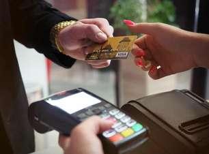 Itaú abre novo limite de isenção da anuidade do Mastercard Black e Visa Infinite