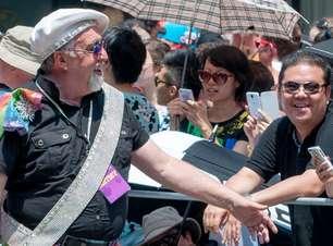 LGBTQIA+: Conheça Gilbert Baker, o artista que criou a bandeira do movimento