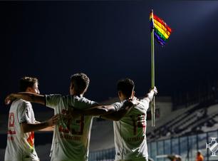 Camisa do Vasco com homenagem LGBTQIA+ vira sucesso