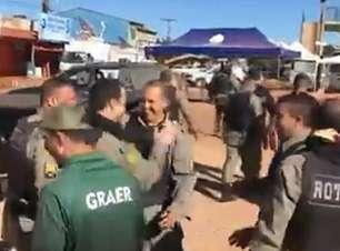 Vídeo mostra policiais comemorando a captura de Lázaro