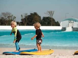 Petits 'invadem' a piscina de ondas na Praia da Grama