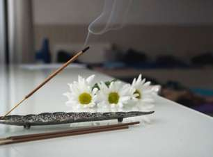 6 incensos para atrair mais prosperidade no ambiente de trabalho