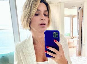 Flávia Alessandra mostra como usar look claro no inverno