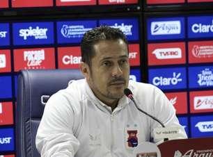 Após vitória do Paraná, técnico rebate críticas: 'Antes o culpado sempre era o Maurílio'