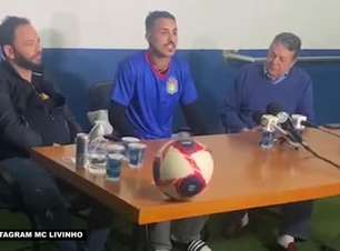 """SÃO CAETANO: Do palco pro campo! Astro do funk, MC Livinho é apresentado como novo reforço do clube e garante: """"Estou aqui como Oliver, não como Livinho"""""""