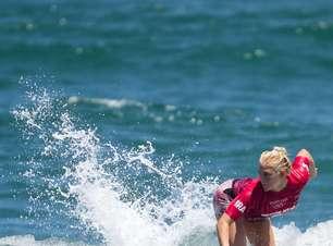 Brasileira Tatiana Weston-Webb avança no surfe da Olimpíada