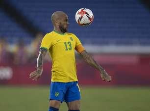 Dani Alves não vê expulsão como obstáculo e elogia Seleção