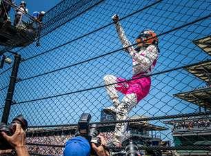 """Mesmo após Indy 500, Castroneves se vê em adaptação na Meyer Shank: """"Pergunto muito"""""""