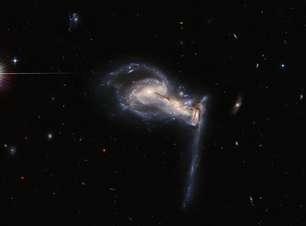 Hubble mostra uma espetacular 'briga' entre três galáxias