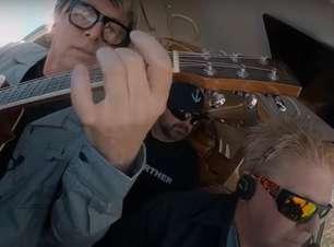 Cockpit Karaoke: The Offspring faz sua versão do quadro de James Corden