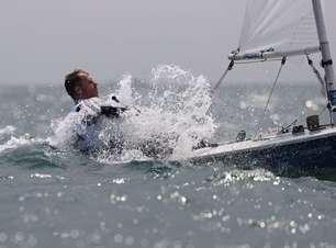 Na sétima Olimpíada, Robert Scheidt fica em oitavo na classe Laser em Tóquio