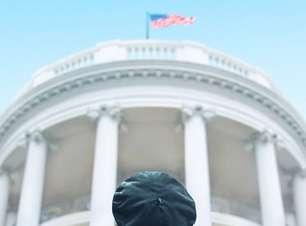 Série sobre Impeachment de Bill Clinton ganha pôster