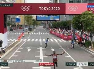 Kipchoge confirma favoritismo e leva bi olímpico na maratona
