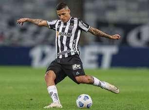 Guilherme Arana faz 200 jogos na carreira contra o Palmeiras