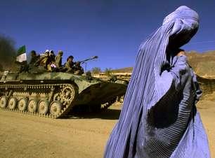 Talibã diz que não vai exigir uso de burca para mulheres