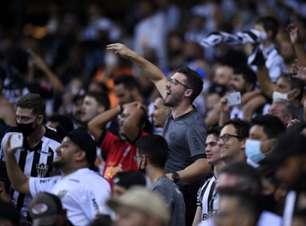 Torcedores do Atlético-MG aglomeram no entorno do Mineirão