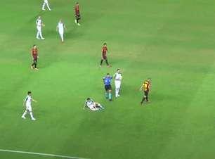 SPORT: Tá na rua! Thiago Neves comete falta em Mike, toma segundo amarelo e é expulso do jogo contra a Chapecoense