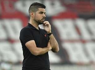 António Oliveira diz que clima no Athletico é de 'revolta' com jejum no Brasileirão