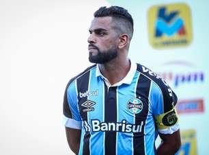 """Maicon se despede do Grêmio como ídolo: """"Aqui é minha casa"""""""