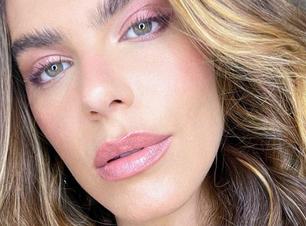Mariana Goldfarb mostra como usar maquiagem monocromática