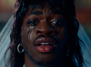 """Lil Nas X vive paixão quente e avassaladora no clipe de """"That's What I Want"""""""