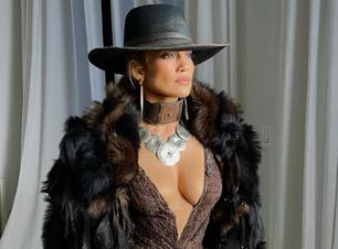 """Jennifer Lopez diz que ainda se sente """"estranha"""" em Hollywood"""