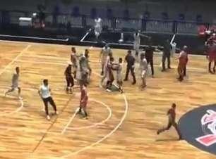 Jogo do Campeonato Paulista de basquete é interrompido após briga entre jogadores; veja