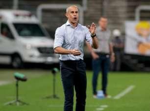 Técnico do Corinthians explica ausência de quarteto e avalia empate com o América-MG