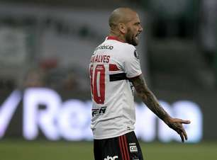 Daniel Alves tem rescisão publicada e fica livre no mercado