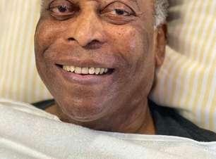 Em recuperação no hospital, Pelé canta hino do Santos