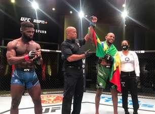 """Após finalizar na estreia, Carlston Harris celebra vitória por nocaute em sua segunda luta no UFC: """"estou sempre procurando evoluir"""""""