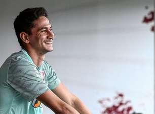 Após passar por cirurgia, Ganso retorna ao CT do Fluminense para recuperação física