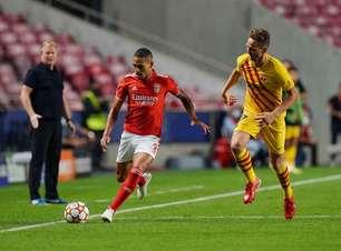 Gilberto comemora vitória do Benfica sobre Barcelona pela Champions League