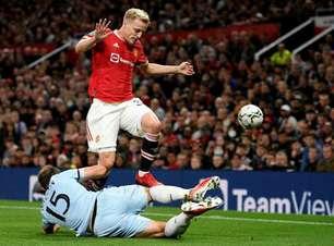 Everton tentará o empréstimo de Van de Beek, do Manchester United, em janeiro