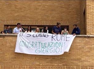 'It's Coming Rome': Faixa celebra Nobel a italiano