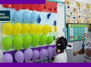 Educadora aprende segundo idioma para se aproximar de alunos estrangeiros