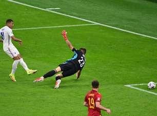 Uefa sugere mudança na regra do impedimento após gol polêmico de Mbappé na final da Nations League