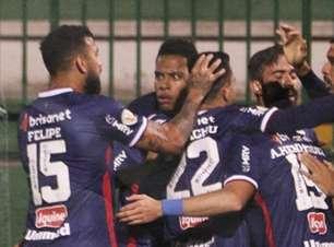 Em partida com três gols anulados pelo VAR, Fortaleza vence a Chapecoense na Arena Condá