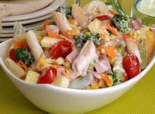 Receitas de salada de macarrão que valem por uma refeição