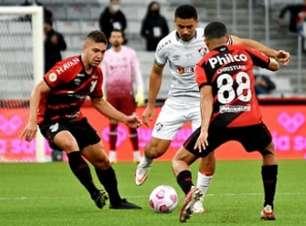 Com gol contra, Fluminense vence o Athletico Paranaense após três rodadas sem somar pontos