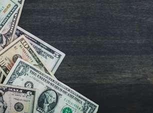 Pressionado por China e incertezas domésticas, dólar fecha em alta