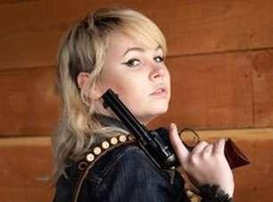 """Armeira de """"Rust"""" é filha de um dos maiores atiradores dos EUA"""