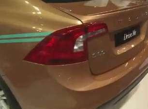 Volvo mostra carro autônomo e nova versão do V40