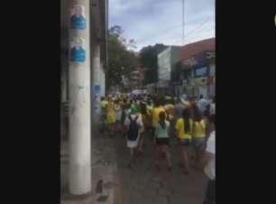 Protesto contra Dilma reúne brasileiros em cidade na Bolívia