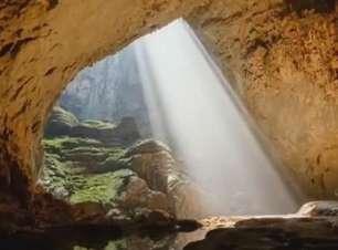 Maior caverna do mundo tem selva e rio próprios