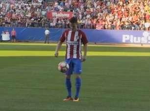 Atlético de Madrid apresenta atacante francês Kevin Gameiro